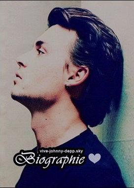 """. """"Au lycée, on me décrivait comme """"le type aux cheveux longs, qui joue toujours de la guitare"""". Je ne participais pas à beaucoup d'activités scolaires. J'amenais toujours ma guitare à l'école et je séchais régulièrement les cours pour m'exercer. J'ai fini par quitter le lycée à 16 ans."""" - Johnny Depp ."""