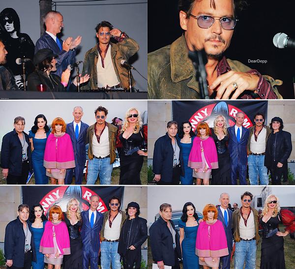 . 18 Août 2013 : Johnny était à L.A pour la 9th Annual Johnny Ramone TributeUne projection spéciale du film Cry-Baby a eu lieu ! Ce film a déjà 23 ans ! .