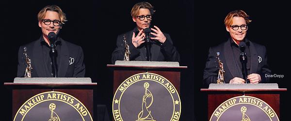 . 15.02.14 : Johnny était à la Cérémonie des Make-up Artists & Hairstylists Awards 2014Johnny a été honoré lors de cet évènement pour sa capacité à changer son image dans les films. Il a en effet reçu le Prix d'Excellence Artisan, prix lui ayant été remis par le maquilleur et ami de Johnny, Joel Harlow .