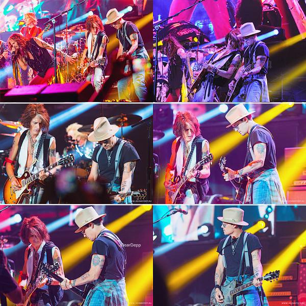 . 31.07.14 : Johnny monte sur scène avec Aerosmith à Los Angeles.