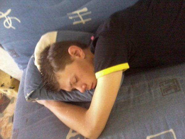 moi quand je dors dans le divant de chez mon amour