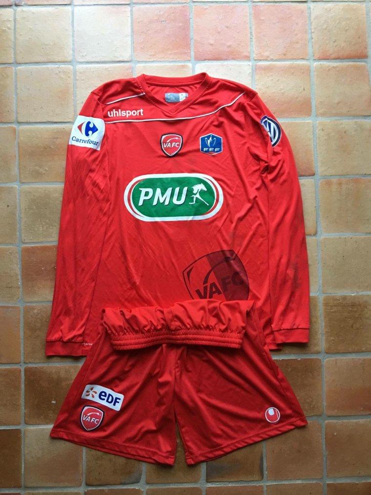 Maillot et short porté par Angelo Fulgini avec Valenciennes
