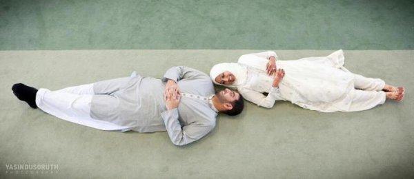 """Sur le chemin, le prophète mohamed (sallalah aleyhi wa sallam) se mit a pleurer, et ses compagnons lui demandèrent : """"Qu'est-ce qui te fait pleurer ya rassoul'Allah?"""" Il répondit : """"Mes frères me manquent!"""" On lui dit alors : """"Ne sommes-nous pas tes frères ?"""" Il dit : """"Non! Vous êtes mes compagnons ! Mes frêres sont des gens qui viendront après moi, croiront en moi alors qu'ils ne m'ont pas vu !"""""""