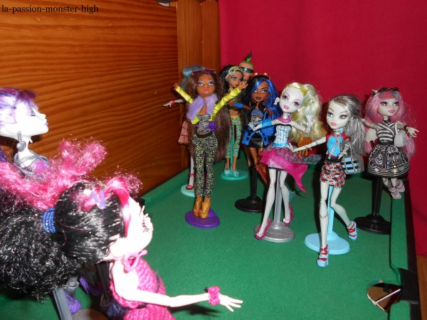 L'arrivée de de Little-Monster-81 chez la-passion-monster-high