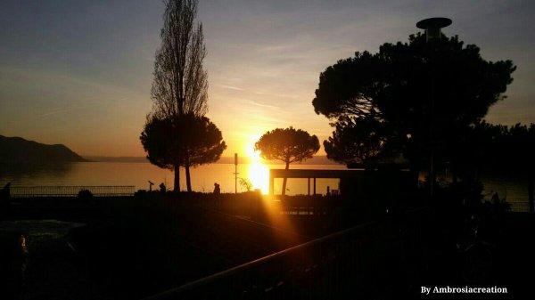 Magnifique coucher de soleil à Montreux, Suisse