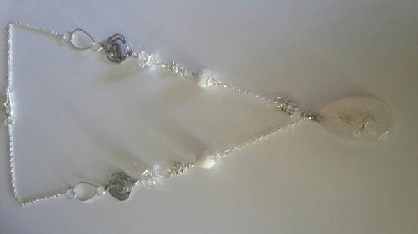 Un collier en resine