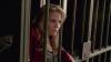 emma se retrouve enfermer dans le bureau du sherif grham...