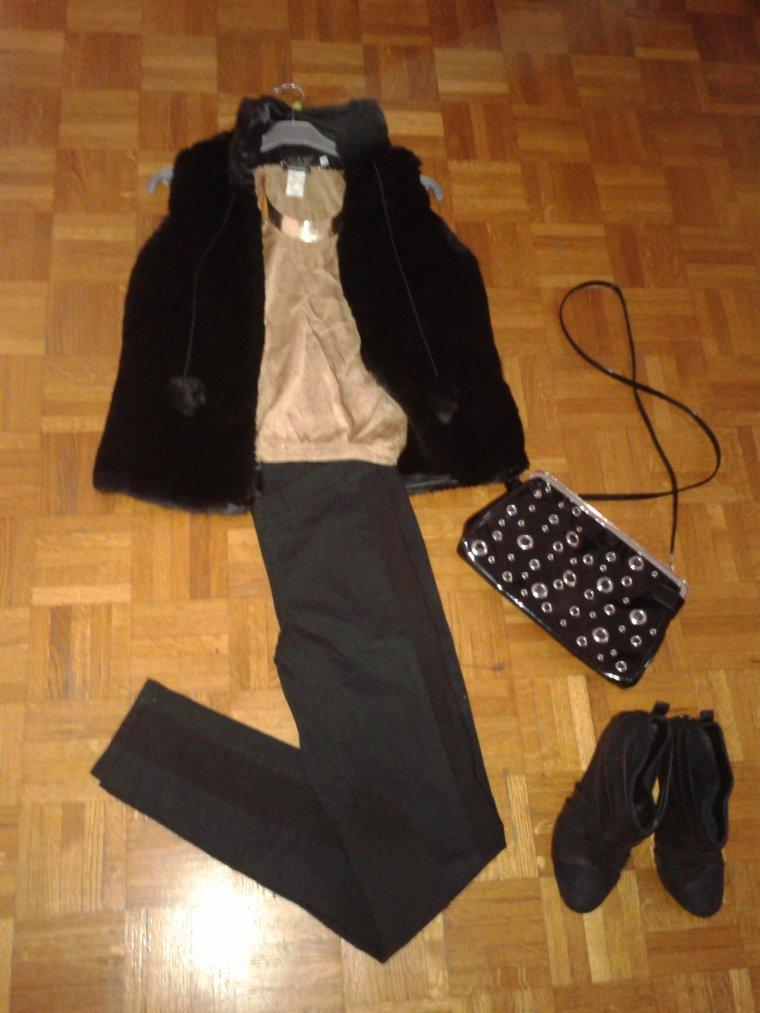 Fourrure sans manche noire l mon vide dressing - Fourrure noir sans manche ...