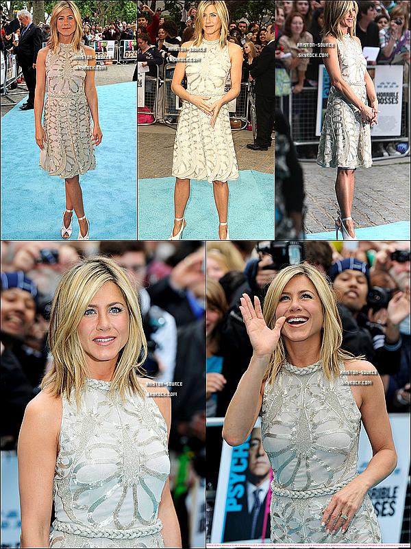 . Mercredi 20 juillet : Jennifer sur le tapis rouge et en photocall pour l'avant-première d'Horible Bosses aux UK.  .