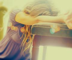 Fait moi rêver j'en est besoin...Je suis tellement perdu, et briser, je veut me souvenir ces quoi rêver.  Je veut retrouver mon but, ce petit truc qui me redonnera le gout de vivre, qui me tiendra ici...