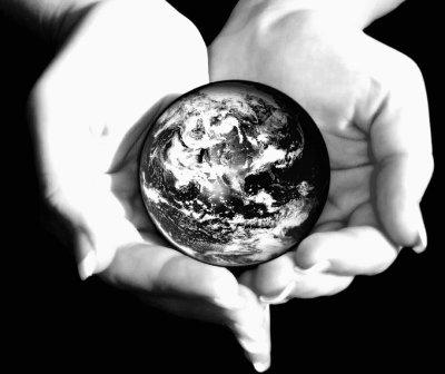 """""""La planète Terre est un panier beaucoup trop petit et fragile pour que l'humanité y place tous ses oeufs."""" Robert A. Heinlein"""