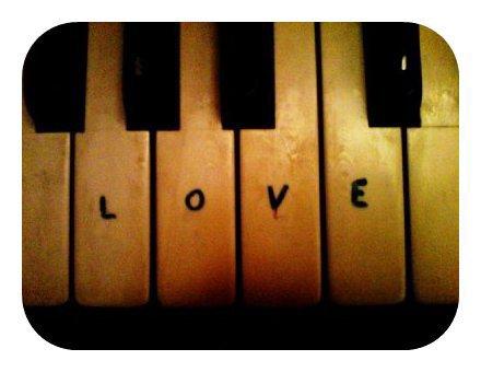 Je me suis habitué à la mort : un pianiste est un homme déguisé en croque-mort, avec en face de lui, constamment, son piano qui ressemble à un corbillard.