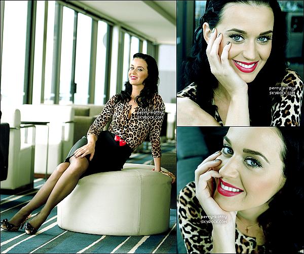 Redécouvrez ou découvrez un photoshoot de Katy Perry datant de 2009 à Sydney en Australie. Tu aimes ?    + En l'honneur des un an de l'album Teenage Dream, Katy Perry a posté une photo sur Twitter.