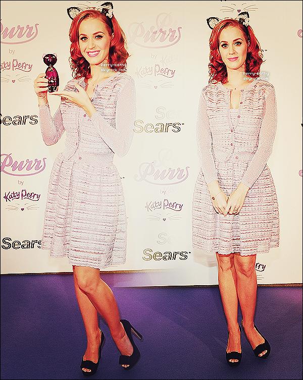 01/07/11 - Katy était cette fois-ci de sortie avec son mari pour une ballade à vélo dans New-York        30/06/11 - Katy Perry faisait la promo de son parfum au Eaton Center à Toronto (Cananda).  TOP/FLOP ?
