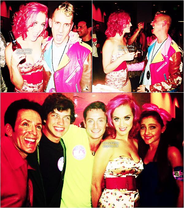 7/08/11   : Katy Perry était à l'anniversaire de Jeremy Scott à Los Angeles, Californie.  Qu'en pensez-vous ?+ 8/08/11   : Cachée derrière son Ipad, Katy quittait un restaurant de Beverly Hills. Cheveux roses ... ?!