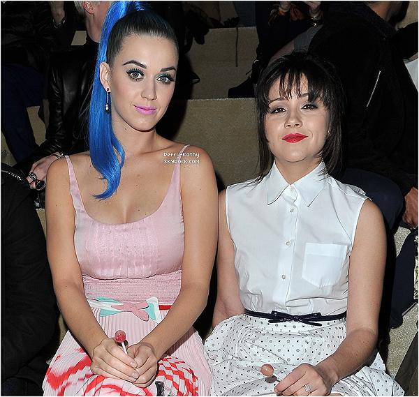 7/03/12 - Katy Perry était au défilé Miu-Miu lors de la fashion week à Paris au conseil économique.