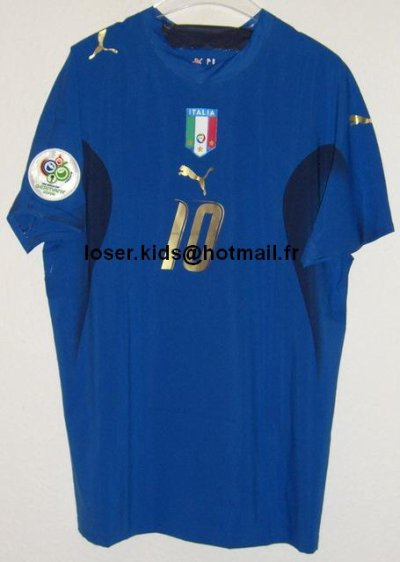 alors là c'est du lourd, du très très lourd ! maillot porté par Totti lors de la demi finale du mondial 2006 contre l'Allemagne