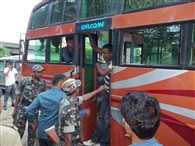 army jawan misbehave with bus passengers