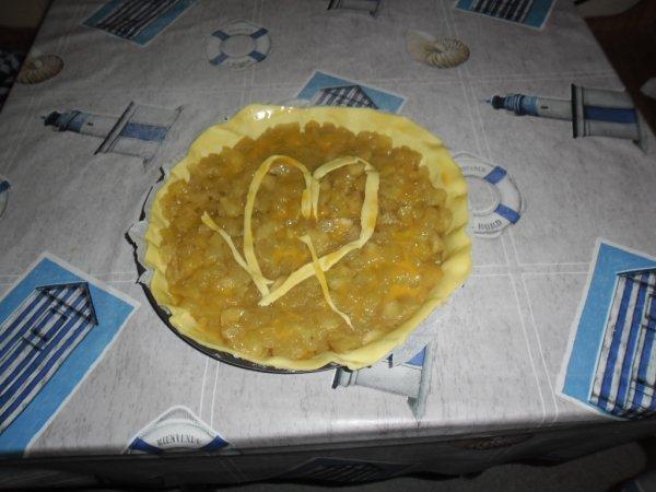 bonsoir mes amies et amis voici la tarte que ma rose à fait par amour avec un petit coeur et merci pour les coms car j adore beaucoup et je vous souhaitent un très bon vendredi et je vous fais des gros bisous de ton ami bernard car c est très beau l amitiè avec vous