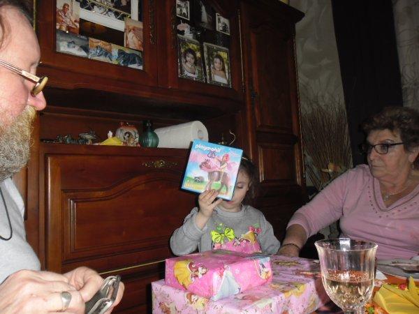 et voici les dernière photos d'anniversaire bisous a tous