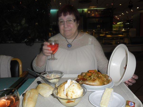 bonjour mes amies et amis hier moi et ma rose d'amour on est allé au restaurent pour la ST Valentin ont n'a été manger au Casino a Carrefour j'ai offert le restaurent a ma rose d'amour