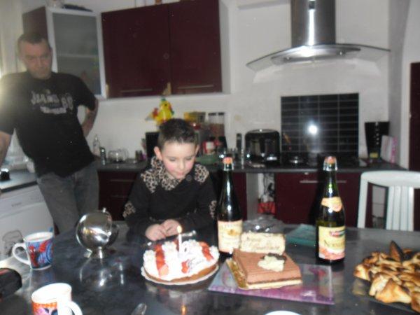 et c'est pas finit c'est les dernières photos d'anniversaire de thibault gros bisous a toi mon petit fils