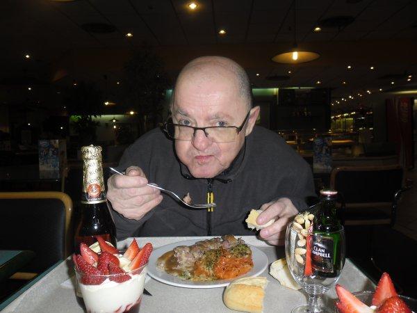 bonsoir mes amies et amis hier j'ai fait plaisir a ma rose d'amour ont n'a manger au restaurant c'était super bien ont n'a pris des photos que je vais vous mettrent gros bisous a tous et une bonne fètes de ST VALENTIN