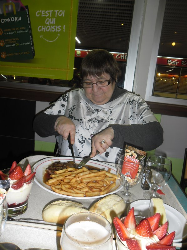 bonsoir hier soir j'ai invité ma rose d'amour au restaurant pour la ST Valentin elle a été trop contente la suite des photos arrive bonne soirée gros bisous
