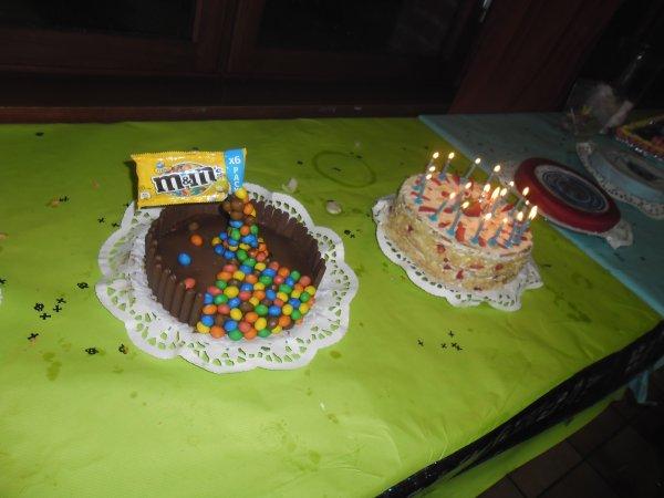 voici les gateaux d'anniversaires des jumeaux kévin et christopher trop beau et super bon hummmmmmmmmmmm