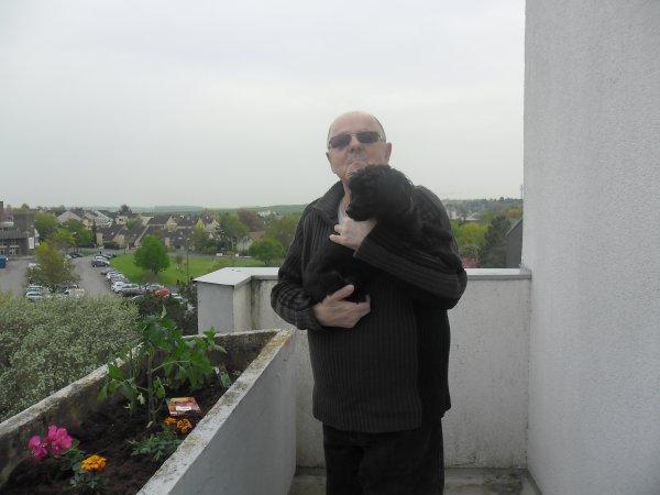 bonnne soirèe mes amies et amis sur mon blog et voici mon balcon que j aime beaucoup et je vous souhaitent une bonne soirèe et un bon week-end gros bisous a vous tous ton ami berbard car c est très beau l amitiè