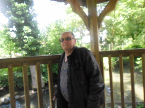 bonsoir ce 14 juillet moi et ma rose d'amour et ma fille son fils thibault et son père mickael nos sommes a allées au Zoo vue que c'est gratuit  et ont n'as passer un belle après-midi merci pour tout vos coms c'est super sympas je vous souhaitent une bonne fin de soirée
