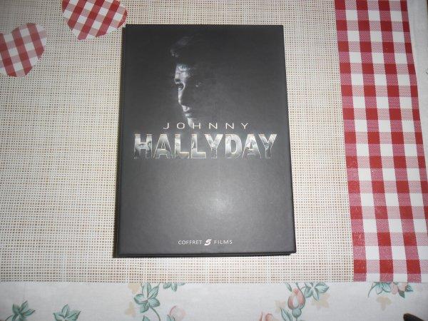 bonsoir mes amies et amis cette après-midi moi et ma rose d'amour nous sommes allées en ville ont n'est allées a la FNAC pour visité c'est trop bien dedans enfin ma femme ma offert un coffret de 5 DVD de Johnny Hallyday j'ai été très content sa ma fait trop plaisir je vais mettre les photos c'est super jolie