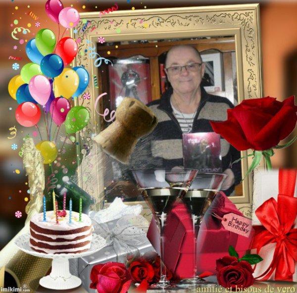 bonsoir mon amie amina-princesse-reveuse merci pour ce sublime cadeau d'anniversaire il est magnifique moi j'ai adoré je te souhaite une très bonne fin de soirée et je t'envoi des milliers de gros bisous