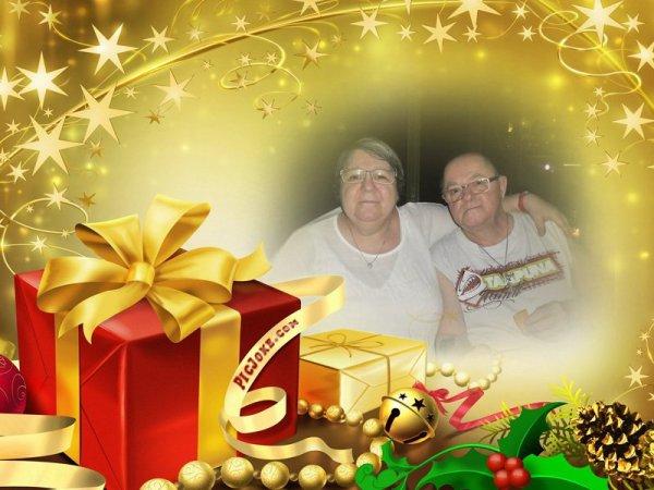 bonsoir mon amie loulou1725 merci pour ce merveilleux cadeaux de Noèl il est magnifique je te souhaite une bonne soirée et j'espère que la santé sa vas moi sa vas mieux je t'envoi des milliers de gros bisous