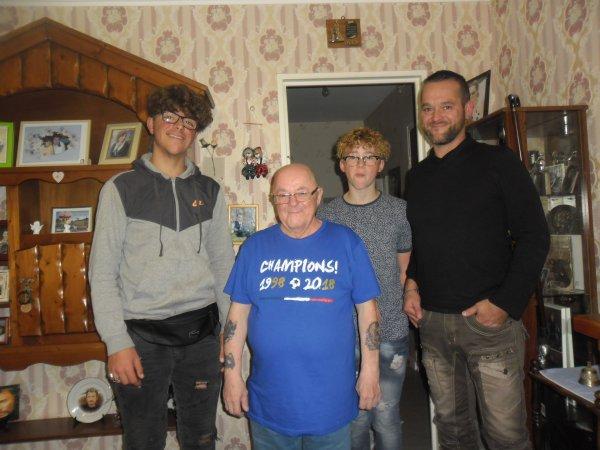 mes amies et amis voici la suite des photos de famille