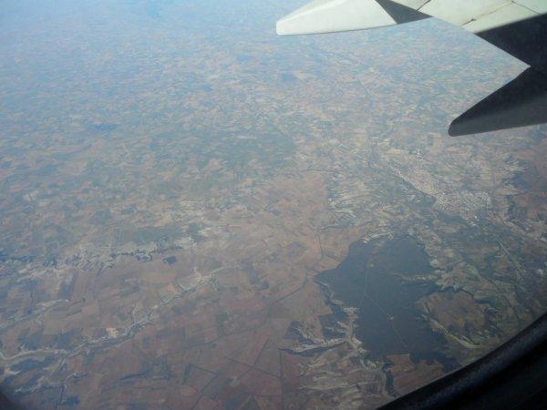 J ' ai la chance de pouvoir réaliser mon rêve , voyager , voir d ' autres pays.... vue d ' avion photo faite par moi mème