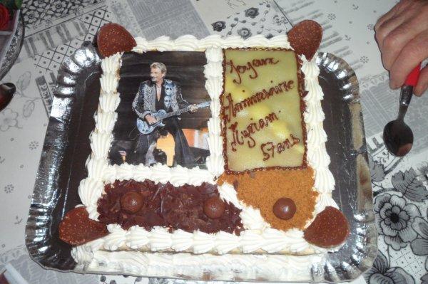 Merci à tous ceux qui m ' ont souhaité mon anniversaire ,mes amis ,ma famille , mes enfants , ma fille qui m ' a ramené mon superbe gâteau , un bon souvenir de mes 57 ans