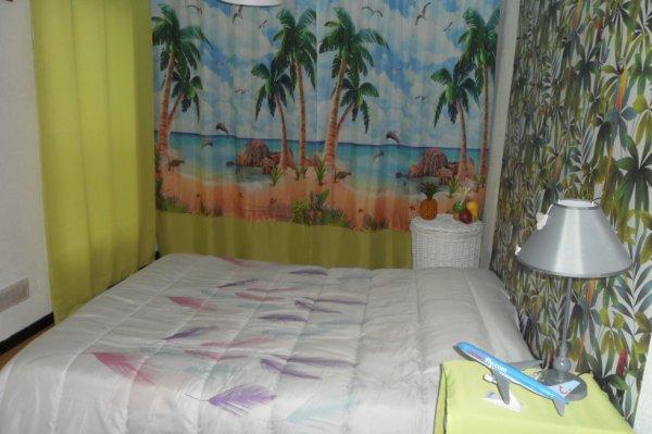chambre termin e rideaux du dressing pos s je vais dormir sous les cocotiers. Black Bedroom Furniture Sets. Home Design Ideas