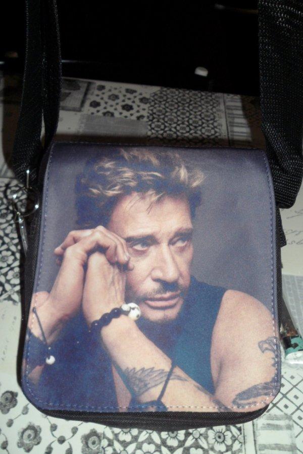 Je suis allée faire mon tour au marché , Je me suis fait plaisir en m ' achetant ce sac .....