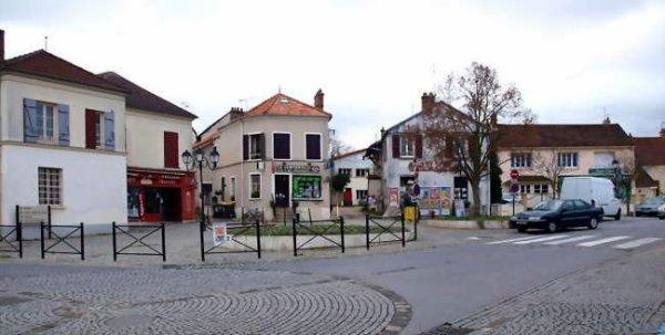 Le Centre du Village!