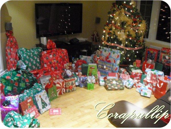 Mes cadeaux cora 39 s blog - Sapin de noel avec cadeaux ...