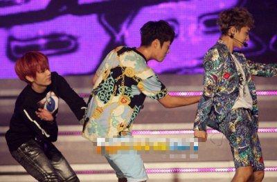 B2ST ne sait plus se tenir sur scène!!!