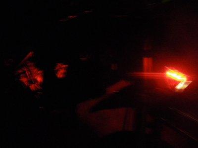 avec neon =) (dans la plaque phare et dans le moteur)