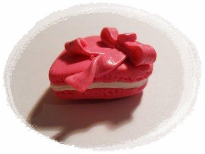 Macaron rose avec son noeud