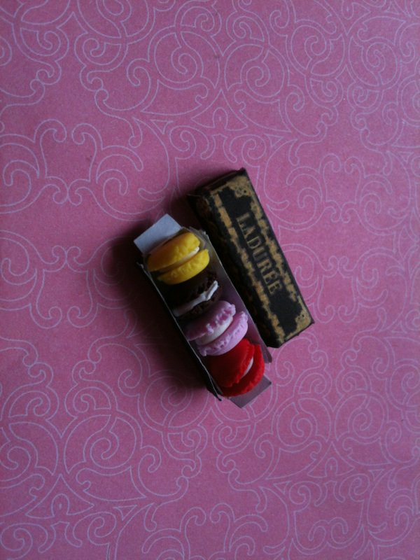 miniature macaron