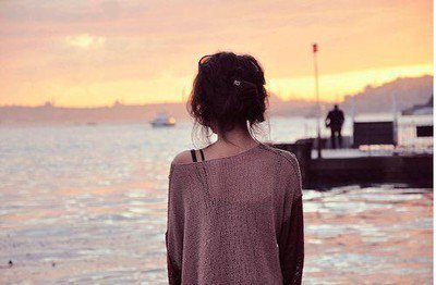J'ai cru pouvoir prétendre que tout irait bien. J'avais un plan. Je voulais devenir quelqu'un sans passé, sans souffrance. Quelqu'un de vivant. Mais ce n'est pas si simple. Les mauvaises choses restent. Vous ne pouvez pas leur échapper. Tout ce que vous pouvez faire, c'est être prêt pour le bien. Pour que quand il arrive, vous l'invitiez à entrer, parce que vous en avez besoin. J'en ai besoin.