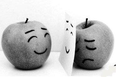 Parfois quand je dis : « Ca va, merci ». J'aimerais que quelqu'un me regarde dans les yeux et me dise : « Ne ments pas... ».♥.