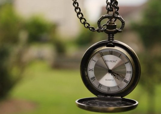 On m'a dit qu'un an fait 365 jours,Un mois fait 30 jours, Une semaine fait 7 jours, Un jour fait 24 Heures, Une heure fait 3600 secondes, Mais , On ne m'a jamais dit qu'une seconde sans toi c'est l'éternité !