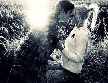 Ce moment qu'on partage, qui fait oublier tout le reste..Le reste ne compte pas, il y a que ta présence que j'envie.
