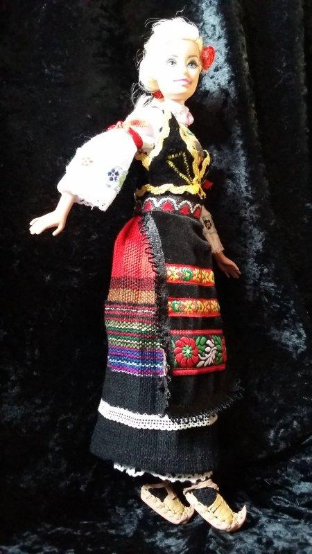 De mon voyage en Serbie... je vous présente la cousine de Barbie en costume traditionnel